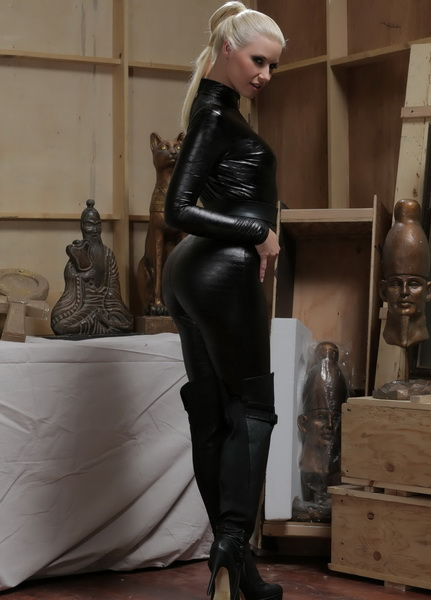 Anikka Albrite - Pretty Dangerous, Scene 2