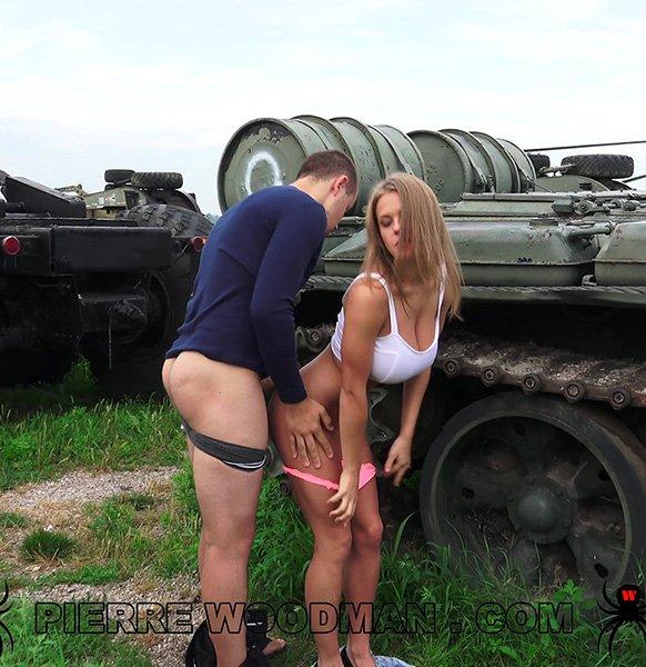 Viola Bailey - Hard On A Tank