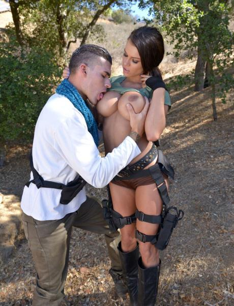 Peta Jensen - Tomb Raider vs Uncharted XXX
